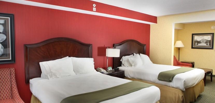 hotel room at the Holiday Inn Express Williamsburg