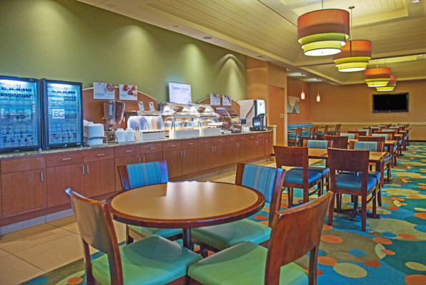 Holiday Inn Oceanfront Breakfast room