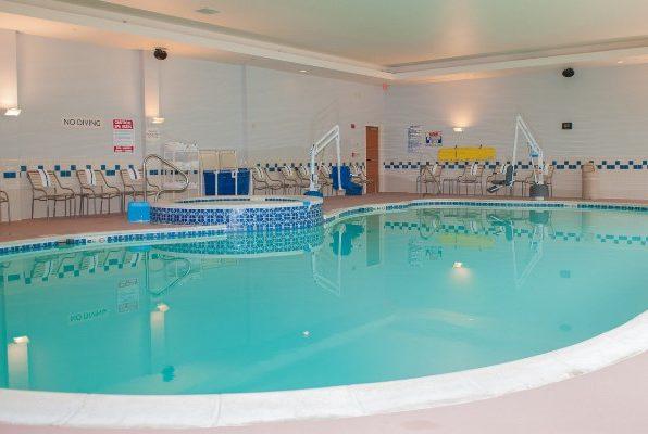 Fiafield Inn and Suites Williamsburg Pool