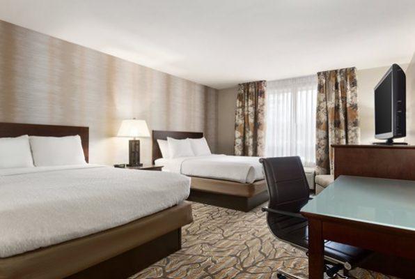 Holiday Inn Gateway hotel room